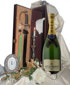 €188,52 http://www.oilwineitaly.com Confezione Sciabola e Champagne. E' un'usanza di stampo militare ma con forti connotati di gioiosa ed elegante convivialità per celebrare ogni brindisi alla vita in modo spettacolare e suggestivo