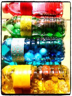 activités sensorielles, bouteilles colorées, manipulation, découverte, montessori
