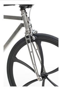 Bici design - Made in Italy - Luxury bike. Scopri Archetype Series: tre esclusive combinazioni di design, tecnica costruttiva ed eccellenza dei materiali.