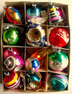 - Vintage Christmas Ornaments SHINY BRITE BOX Love these vintage Shiny Brite ornaments in amazing colors!Love these vintage Shiny Brite ornaments in amazing colors! Old Fashioned Christmas, Christmas Past, All Things Christmas, Christmas Tree Ornaments, Christmas Holidays, Christmas Cards, Glass Ornaments, 1950s Christmas, Christmas Ideas