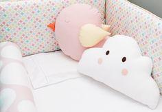 Fazemos almofadas personalizadas com os tecidos de acordo com o seu quarto, você pode escolher as cores e estampas e temos alguns modelos...
