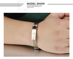 Super Trendy men's bracelet with 3 rows of wire chain. It is available in stainless steel. Bracelets For Men, Jewelry Bracelets, Jewelery, Bangles, Christian Men, Stainless Steel Jewelry, Chains For Men, Rope Chain, Cartier Love Bracelet