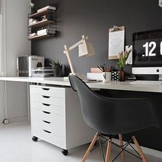 Whether at home or at the office, we love inspiring workspaces. Especially like this beautiful home office design with Mid Century PP Moulded Plastic Armchair. Be sure to check out our #hldesks and #tomdixon competition. #hldailyinspiration #office