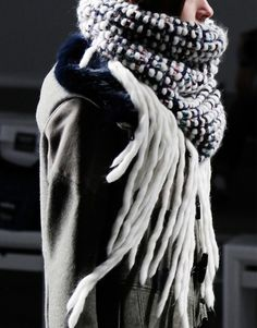 01 colossal snood: linen stitch, chunky wool, woven fringe. kit only!