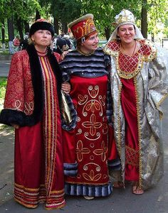 UGLICH, Russian traditional dress