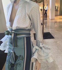 I love this look. The tiny polka dots on her low cut blouse is chic with the high waited tie belt and pencil skit made with an exquisite textile. Fashion 2017, Couture Fashion, Runway Fashion, High Fashion, Fashion Beauty, Fashion Outfits, Womens Fashion, Fashion Trends, Fashion Details