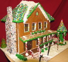 Beautiful Gingerbread House by Debbie & Ed Stevens.  Visit www.ultimategingerbread.com for patterns, recipes, photos and contests.
