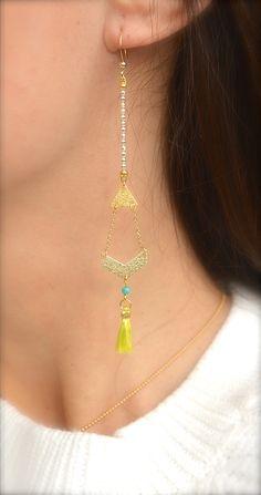 Boucles d'oreille chevron et triangle doré, pompon jaune et perle turquoise -Bijoux ENORA-