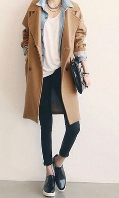 Manteau beige Minimalist fashion inspiration, perfect to pair up with our Looks Street Style, Looks Style, Look Fashion, Fashion Outfits, Womens Fashion, Fashion Trends, Trendy Fashion, Fall Fashion, Fashion 2017