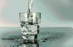"""""""Bicchieri di sete"""" Un poeta che non conoscevo e che sto scoprendo, particolare.  """"Se dubiti della tua sete, se non osi farle domande o darle un nome, se sai solo che cerchi dell'acqua che la sazi e non trovi che pozzi, [segue]""""  #juanvicentepiqueras, #amore, #sete, #saziarsi, #poesia, #italiano,"""