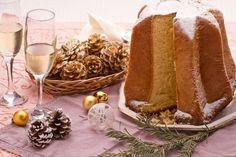 Prepariamo insieme il pandoro, il dolce classico natalizio presente su tutte le tavole delle feste. Preparlo in casa è piuttosto laborioso, ma stando attenti a tutte le fasi di lievitazione il vostro pandoro sarà ottimo! Italian Cooking, Italian Recipes, Sweet Cooking, Eat Dessert First, Sweet And Salty, Street Food, Bread Recipes, Iris, Verona
