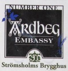 Cerveja Ardbeg Embassy No:1 , estilo Other Smoked Beer, produzida por Strömsholms Brygghus, Suécia. 5.3% ABV de álcool.