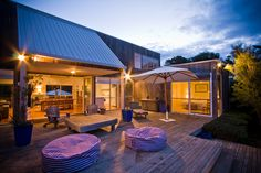 The quintessential beach house at Blairgowrie, Mornington Peninsula - swimspa, tennis court, pet friendly, perfect for families or groups - sleeps up to 10 guests.