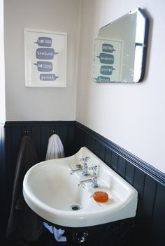 nice bath + poster - grey colors throughout the house – Farrow and Ball, Downpipe and Railings