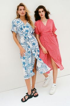 Shop UO Gabrielle Woven Midi Wrap Dress at Urban Outfitters today. We carry all the latest styles, colors and brands for you to choose from right here. Oversized Cardigan, Cropped Cardigan, Baby Blue Colour, Urban Dresses, Long Shorts, Urban Outfitters Tops, The Dress, Spring Summer Fashion, Lounge Wear