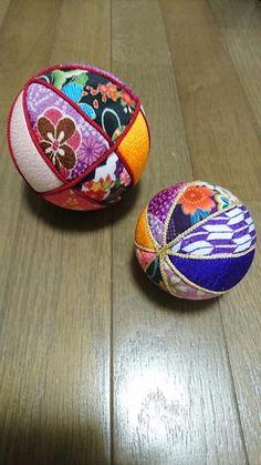 余った布や100均アイテムで!簡単に作れる布小物アイデアまとめ LIMIA (リミア) Xmas Crafts, Diy And Crafts, Sewing Crafts, Coin Purse, Handmade, Stuff To Buy, Balls, Yule, Christmas Balls
