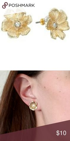 Lauren Conrad Fashion Hibiscus Earrings Lauren Conrad goldtone stimulated crystal floral stud earrings. Tropical flair, similar to Tommy Bahama. LC Lauren Conrad Jewelry Earrings