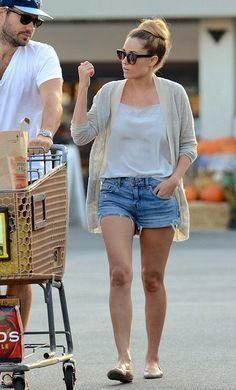 How can she look so adorable when she's grocery shopping? Seriously.