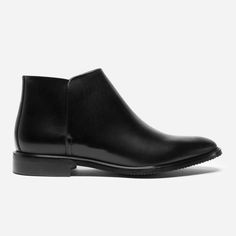 A smart, timeless boot differentiated by unique design details  100% full-grain Italian leather Discreet elastic panels for easy slip on No-slip textured rubber sole