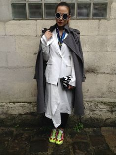KAREN WALKER - CHARLOTTE OLYMPIA - YOHJI YAMAMOTO - CELINE   http://www.moodlook.com/look/2014-02-27-france-paris-9