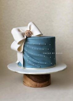 The Bow Cake by cacaobymann Looking for gift ideas for girlfriend? for more ideas of For Students?The Bow Cake by cacaobymann Bow Cakes, Fondant Cakes, Mini Cakes, Cupcake Cakes, Elegant Cake Design, Beautiful Cake Designs, Elegant Cakes, Elegant Birthday Cakes, Cute Birthday Cakes