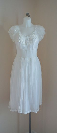 Vintage 1950s Nightgown, Vintage Nightgown, White Nightgown, White Chiffon Nightgown, Wedding, A Vogue Creation, Beauty Form Nightgown by MadMakCloset on Etsy