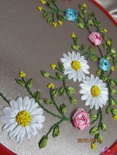 Wonderful Ribbon Embroidery Flowers by Hand Ideas. Enchanting Ribbon Embroidery Flowers by Hand Ideas. Ribon Embroidery, Ribbon Embroidery Tutorial, Flower Embroidery Designs, Hand Embroidery Stitches, Machine Embroidery Designs, Ribbon Art, Ribbon Crafts, Beaded Banners, Embroidery For Beginners