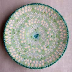 In my many years of scoping out flea markets, craft fairs, juried art exhibitions and gift shops, I've encountered a lot of ho-hum pottery and ceramics. Pottery Painting, Ceramic Painting, Ceramic Artists, Ceramic Tableware, Ceramic Bowls, Ceramic Pottery, Kitchenware, Stoneware Clay, Earthenware