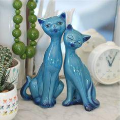 http://deco-graphic.com/7814-thickbox_default/2-chats-bleus-porcelaine-vintage.jpg