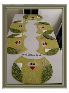new Ideas for sewing projects small table runners Diy Sewing Projects, Quilting Projects, Sewing Crafts, Table Runner And Placemats, Quilted Table Runners, Place Mats Quilted, Small Quilts, Mug Rugs, Table Toppers