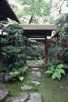 [Omote senke] tea room: Baikenmon gate.  [表千家不審菴]不審庵と内露地:梅見門  Mid 17th century.  Roji designed by Sen no Rikyu