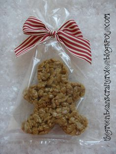 gingerbread rice krispie treats by greenbeanscrafterole Christmas Goodies, Christmas Desserts, Christmas Treats, Holiday Treats, Holiday Fun, Holiday Recipes, Christmas Holidays, Christmas Rice Krispie Treats, Christmas Baskets