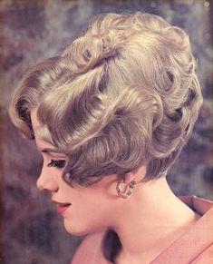 Roller Set Hairstyles, Permed Hairstyles, Retro Hairstyles, Short Curly Hair, Curly Hair Styles, Big Curl Perm, Mature Women Fashion, 60s Hair, Bouffant Hair
