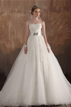 Robe longue de mariée en tulle bustier sans bretelle ornée de bijoux http://www.persun.fr/robe-longue-de-mariee-en-tulle-bustier-sans-bretelle-ornee-de-bijoux-p-5279.html