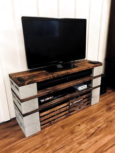 Diy Rustic Tv Stand Diy Entertainment Center And Cinder Blocks Diy Rustic TV Table Diy Entertainment Center And Cinder Blocks Diy Furniture Tv Stand, Cinder Block Furniture, Furniture Decor, Cinder Blocks, Cinder Block Shelves, Cinder Block Ideas, Furniture Outlet, Deco Tv, Diy Projects Design
