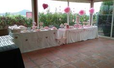 mesa dulce color rosa y blanco  ,pastel decorado en fondant con zapatitos de bebe ,galletas de fondant decoradas  ,cupcakes,macarons,cakepops,tartitas ,....