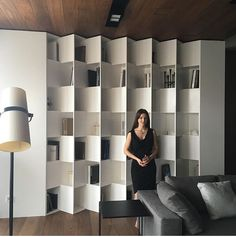 Librerias | Loidi Etxarri Interiorismo #loidietxarri #inspiration #decorinspiration #inspohome #home #design #diseño #interiorismo #libreriasdiseño #home #libreriasinspiration #Libreriasmodernas Lib Shelving Design, Bookshelf Design, Home Library Design, House Design, Front Wall Design, Modern Furniture, Furniture Design, Regal Design, Rack Design