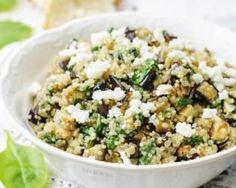 Salade de quinoa estivale à l'aubergine et à la feta : http://www.fourchette-et-bikini.fr/recettes/recettes-minceur/salade-de-quinoa-estivale-laubergine-et-la-feta.html
