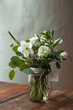 // arrangement by Coriander Girl via Trish + Co.
