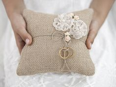 Ring bearer pillow made of brown, jute, fabric with lace flowers and light pink roses and twine, size centimeters. Chic Wedding, Rustic Wedding, Wedding Day, Wedding Rings, Wedding Ring Bearers, Rustic Ring Bearers, Wedding Bride, Wedding Cards, Lace Wedding