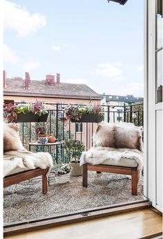 Méli-mélo suédois 32 - All About Balcony Small Balcony Design, Small Balcony Garden, Small Balcony Decor, Decoration Bedroom, Diy Home Decor, Outdoor Spaces, Outdoor Decor, Small Apartments, Home Decor Accessories