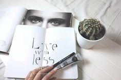 Muchas veces nos complicamos la vida para maquillarnos. Pero con pequeños matices podemos conseguir un maquillaje práctico y lucido.... ¡Menos es más!  #MakeItUp #makeup #beauty #belleza #maquillaje
