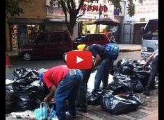 Venezolanos hacen cola en el camión de Basura para comer  http://www.facebook.com/pages/p/584631925064466