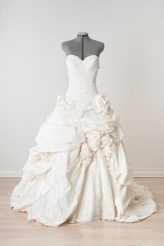 Pnina Tornai - Size 6 - We are obsessed with this Pnina Tornai ballgown with its full silk skirt, removable floral details, ruched bodice and lace up back. Ruched Wedding Dress, Rental Wedding Dresses, Wedding Dress Styles, Bridal Dresses, Wedding Gowns, Dress Lace, Lace Wedding, Tulle Ball Gown, Ball Gowns