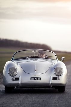 This Porsche 356 Speedster was born a timeless classic. Classic Sports Cars, Bmw Classic Cars, Vintage Porsche, Vintage Cars, Vintage Photos, Porsche Modelos, Porsche 356 Speedster, Porsche 356a, Ferdinand Porsche