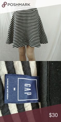 M GAP Skater Skirt This is an adorable skater skirt by gap. Very thick material. GAP Skirts Mini