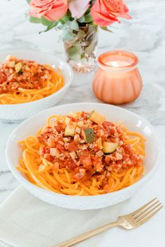 Spagetti squash, cauliflower, bolognese, yes! A classic comfort dish and it's vegan. Vegetable Salad, Vegetable Recipes, Toneitup Recipes, Diet Recipes, Vegan Recipes, Bolognese Recipe, Cauliflower Recipes, Quick Meals, Meal Planning