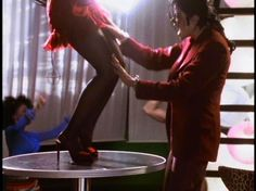 "Michael - I Love You More L.O.V.E: Man In The Music: Capítulo 6 - Blood On The Dance Floor: "" Suplerfly Sister """