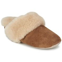 Made in brown leather with a sheepskin lining, these slippers also have a great design. To complete the picture, they are designed with a fur-lined insole and soft rubber outer sole. By Just Sheepskin #shoes #slippers #sheepskin #comfy #cozy #winter #slipons #winter #womens #fashion #uk