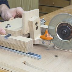 Saw Blade & Router Bits Sharpening Station Plans Woodworking Tools For Beginners, Woodworking Techniques, Woodworking Jigs, Woodworking Projects, Chisel Sharpening, Sharpening Tools, Router Tool, Garage Tools, Homemade Tools
